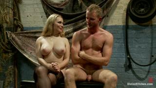 una pareja de amantes cogiendo como salvajes en el sótano de una casa vacía que consiguieron